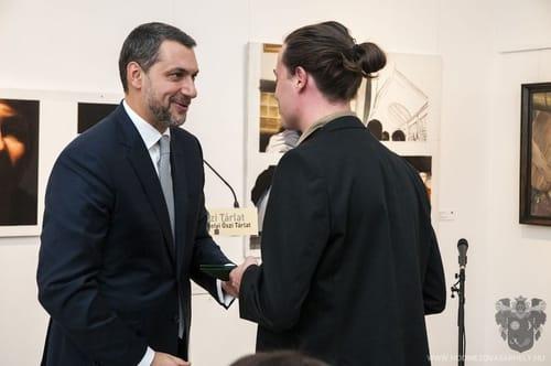 Lázár János országgyűlési képviselő adja át az Endre Béla-díjat Kondor Attila festőművésznek Fotó: Szilágyi Gergely, hodmezovasarhely.hu